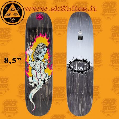 "Welcome Komodo Queen On Moontrimmer 2.0 8.5""  Skateboard Street Deck"